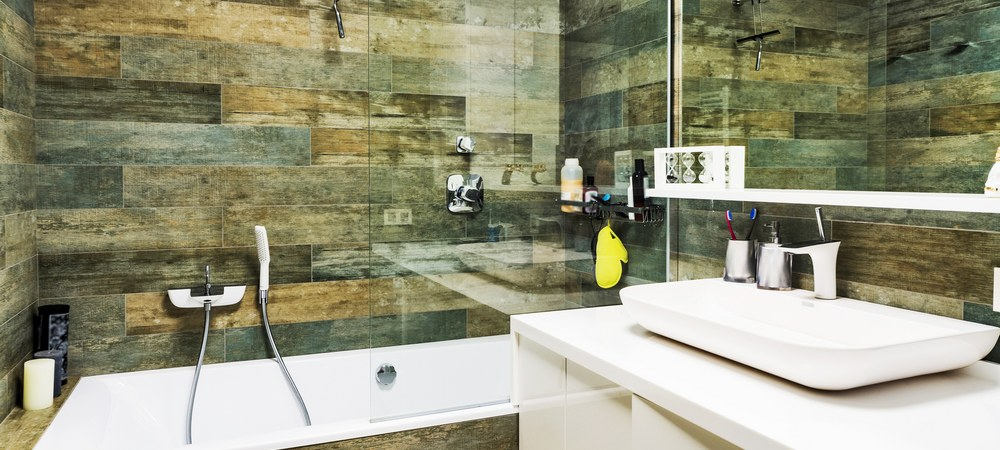 Вариант оформления интерьера маленькой ванной