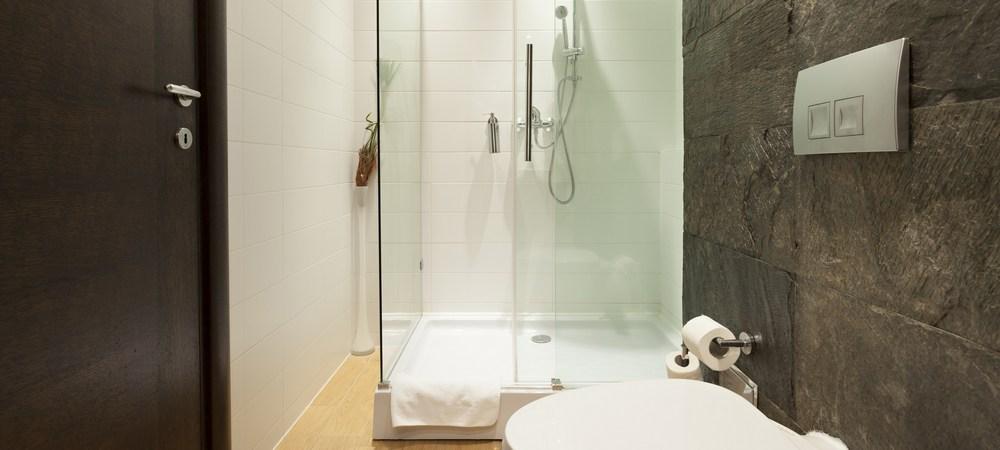 Вариант оформления небольшой ванной комнаты