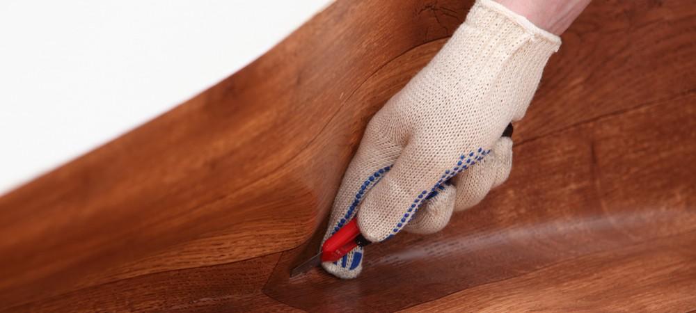 Обрезка рулона линолеума